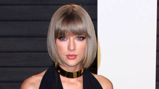Taylor Swift gifts $100,000 to Dolly Parton's wildfires recovery fund