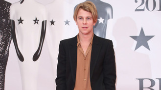 Tom Odell unwinds by watching airplanes