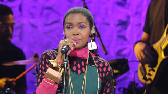 Lauryn Hill postpones 'makeup' concert