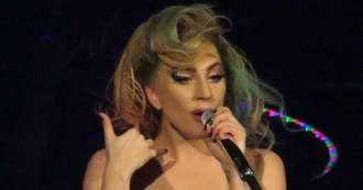 Lady Gaga gives surprise bar performance