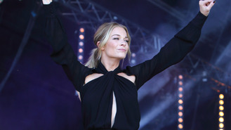 LeAnn Rimes uses blogging as a form of therapy
