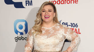 Kelly Clarkson releasing Christmas-themed children's book
