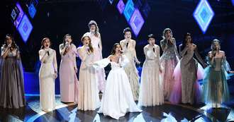 Idina Menzel Sang 'Into the Unknown' From 'Frozen' With Nine Other Elsas at 2020 Oscars