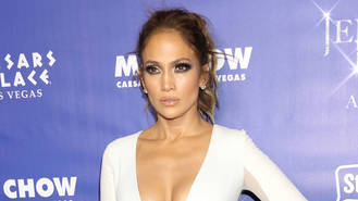 Jennifer Lopez gets emotional on Idol