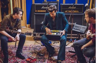 Mark Ronson covers song with fans