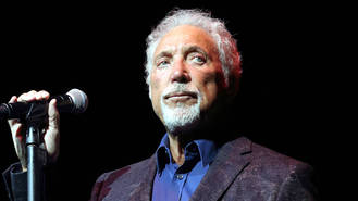 Tom Jones planning concert comeback after wife's death