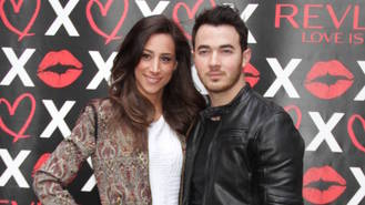 Kevin Jonas and wife Danielle expecting second child
