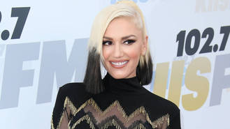 Blake Shelton's 'seals Gwen Stefani romance with promise ring'