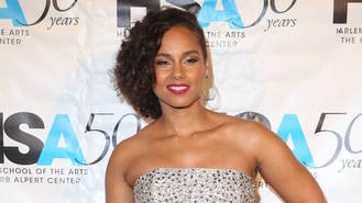 Alicia Keys is fed up of wearing make-up