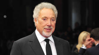 Tom Jones moves audience with memories of late wife