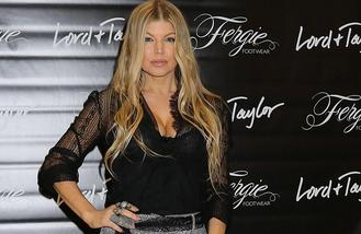 Fergie surfs crowd at Wireless Festival