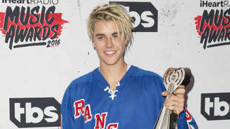 Justin Bieber calls police over fan at house - report