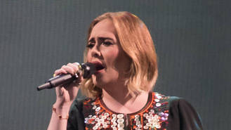 Adele was 'inconsolable' over ex despite 21's success