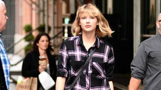Taylor Swift booked for stage return on Super Bowl eve