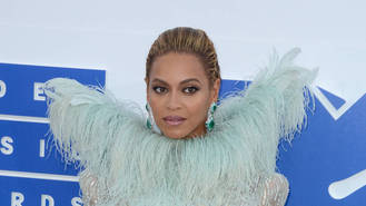 Beyonce and Adele booked to perform at 2017 Grammy Awards