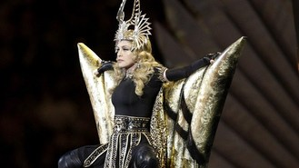 Apology as MIA upstages Madonna