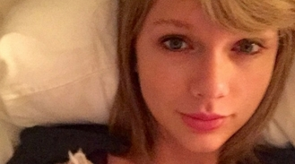 Taylor Swift celebrates her dad's birthday with unbelievable makeup-free selfie and Swifties lose their minds!