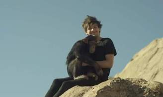 1D Slammed Over Chimpanzee In New Video