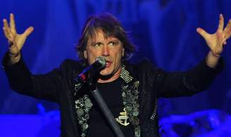 Iron Maiden Frontman Dickinson Has Cancer