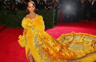 Rihanna steals show in 'omelette dress'